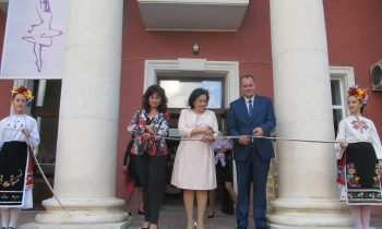 Minister Taneva spoke with farmers in Lyaskovets and attended the opening ceremony for the renovated culture center for the ballet festival in the town